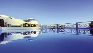 Inselhopping Griechenland Reise La Perla Villas Pool