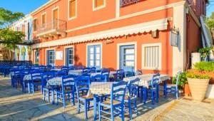 Griechenland Inselhüpfen Reise - Cafe in Zakynthos-Stadt
